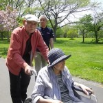 2.百合が原公園「車椅子は代わり番こでね。」