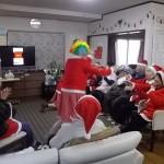 2.クリスマス会-職員捨て身のダンス!!